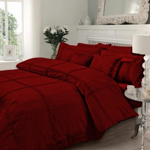 1 Bed sheet 1 Duvet Cover (Pleated) 2 Embellished Pillow case 2 Plain pillow case 2 Side Cushions mahroon
